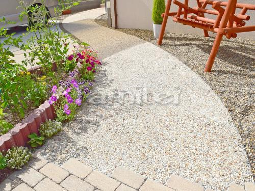 玄関アプローチ 床洗い出し仕上げ 砂味砂利 カーブ曲線デザイン