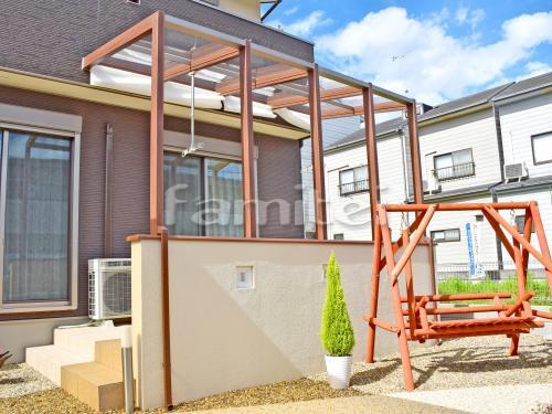 木製調ガーデンルーム LIXILリクシル ココマ オープンテラス腰壁タイプ TOEXトエックス F型フラット屋根 内部日除け 物干し 塗り壁 スクリーンブロック ユニソン ウインドゥストーン パールホワイト