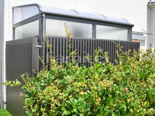 ガーデンルーム LIXILリクシル サニージュ R型アール屋根 サンルーム 目隠しフェンス塀 プログコートF1型 縦格子
