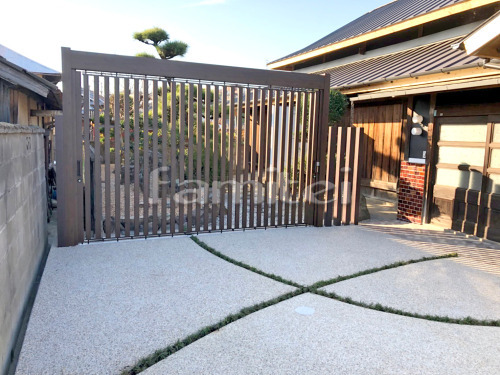 スライディングゲート 三協アルミ ライアーレ2型 駐車場ガレージ床 床洗い出し仕上げ ジャミ 草目地 タマリュウ