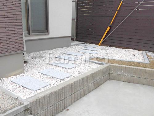 アプローチ 板石 白御影 化粧砂利 見切り石 ピンコロ石