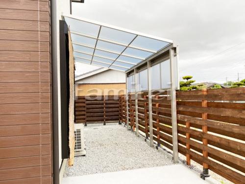 雨除け屋根 YKKAP ソラリアテラス屋根 1階用 F型フラット屋根 目隠しパネル(前面 正面) 1段