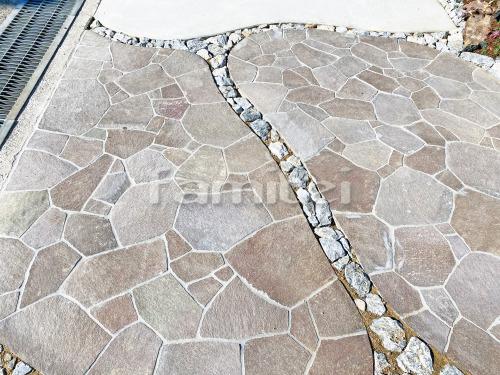 玄関アプローチ 床石貼り ユニソン ワズストーン 鉄平敷き