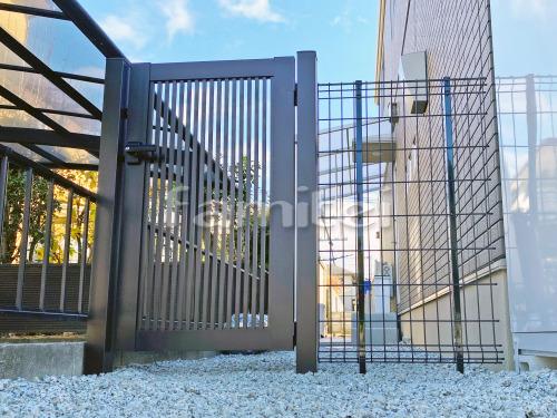 勝手口門扉 YKKAP シンプレオ2型 縦格子 片開き 境界フェンス塀 LIXILリクシル ハイグリッドフェンスN8型
