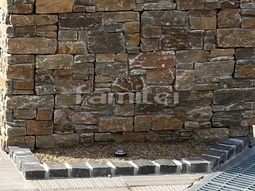 ピンコロ石花壇