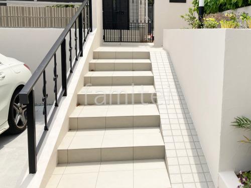 玄関アプローチ階段 床タイル貼り LIXIL アドヴァン コルト