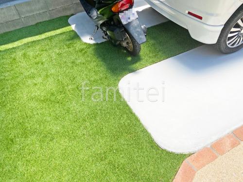 駐車場ガレージ床 土間コンクリート 人工芝目地