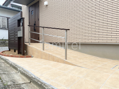 玄関スロープ バリアフリー 玄関アプローチ階段手摺り(手すり) YKKAP ルシアス歩行補助手すり