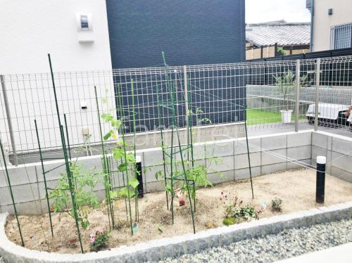 ピンコロ石花壇 境界フェンス塀 YKKAP イーネット3F型
