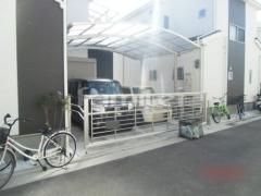 施工例画像:カーポート YKKAP レイナポートグラン 横2台用(ワイド ツイン) R型アール屋根 オーバードア ルシアスアップゲート1型