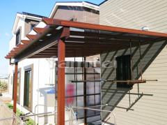 施工例画像:フル木製調テラス屋根 YKKAP サザンテラス パーゴラタイプ 1階用 F型フラット屋根 物干し