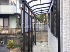 施工例画像:雨除け屋根 レギュラーテラス屋根 1階用 R型アール屋根 目隠しパネル(前面 正面)1段 物干し.jpg