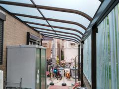 施工例画像:雨除け屋根 レギュラーテラス屋根 1階用 連棟 R型アール屋根