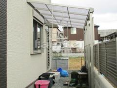 施工例画像:雨除け屋根 YKKAP ソラリアテラス屋根 1階用 F型フラット屋根 物干し