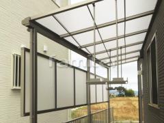 施工例画像:雨除け屋根 LIXILリクシル スピーネ 1階用 F型フラット屋根 物干し 目隠しパネル(前面 正面) 2段