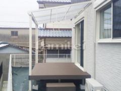 施工例画像:雨除け屋根 YKKAP ソラリアテラス屋根 1階用 F型フラット屋根、人工木材ウッドデッキ LIXIL樹ら楽ステージ