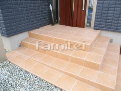 施工例画像:玄関ポーチ階段 床タイル貼り LIXILリクシル グレイスランド300角 GRL-15