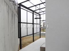 施工例画像:雨除け屋根 LIXILリクシル スピーネ 1階用 F型フラット屋根 物干し サイドパネル2段