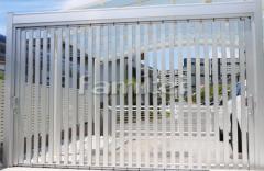 施工例画像:車庫シャッターゲート 三協アルミ ライアーレ2型 横引き