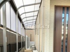 施工例画像:雨除け屋根 LIXILリクシル スピーネ 1階用 R型アール屋根 物干し 目隠しパネル(前面 正面) 2段