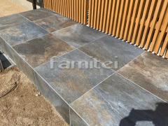施工例画像:お庭アプローチ 床石貼り 名古屋モザイク ラバーニャ 600角