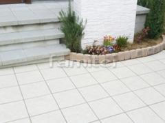施工例画像:玄関アプローチ 床タイル貼り LIXILリクシル グレイスランド300角