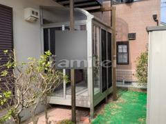 施工例画像:ガーデンルーム YKKAP ソラリア サンルーム R型アール屋根 網戸(正面・両側面) 物干し