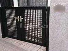 施工例画像:玄関門扉 LIXILリクシル ライシス7型 細横桟 08-10 両開き 既存門扉撤去