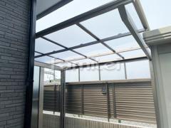 施工例画像:自転車バイク屋根 LIXILリクシル ネスカF 駐輪場屋根 サイクルポート F型フラット屋根 サイドパネル1段