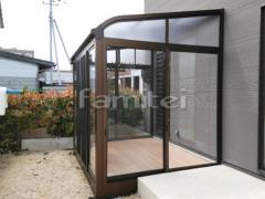 施工例画像:ガーデンルーム YKKAP ソラリア サンルーム R型アール屋根 物干し網戸(正面 両側面) 物干し