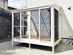 施工例画像:ガーデンルーム YKKAP ソラリア サンルーム F型フラット屋根 網戸(正面 両側面) 物干し