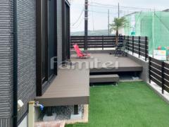 施工例画像:人工木材ウッドデッキ LIXILリクシル 木彫 樹ら楽ステージ(きらら) 樹脂 階段ステップ1段