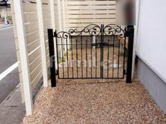 施工例画像:玄関鋳物門扉 LIXILリクシル ラフィーネ1型 04・08-10 親子両開き