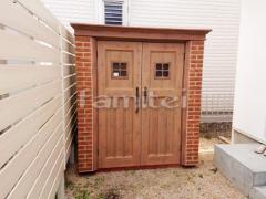 施工例画像:おしゃれ木製調FRP物置 ディーズ カンナD125 野外物置き 収納庫 倉庫