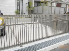 施工例画像:電動跳ね上げ式門扉 LIXILリクシル ワイドオーバードアS2型 横2台用 アップゲート