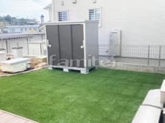 施工例画像:お庭 人工芝 防草シート加工ヨド物置 エスモ ESE-1509E 野外物置き 収納庫 倉庫