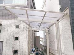 施工例画像:自転車バイク屋根 YKKAP 木製調 エフルージュグランミニ サイクルポート F型フラット屋根