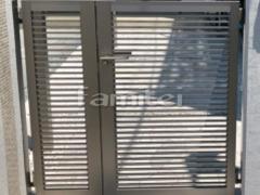 施工例画像:玄関門扉 LIXILリクシル 開き門扉AB YR2型 04・08-12 親子両開き