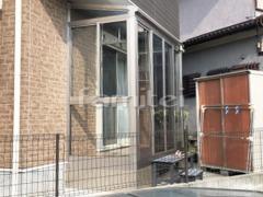 施工例画像:ガーデンルーム YKKAP ソラリア F型フラット屋根 テラス囲い サンルーム 網戸(正面 両側面) 物干し