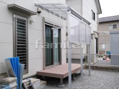 施工例画像:雨除け屋根 YKKAP ソラリアテラス屋根 1階用 R型アール屋根 積雪50cm対応 物干し 人工木材ウッドデッキ LIXILリクシル 樹ら楽ステージ(きらら) 樹脂