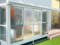 施工例画像:ガーデンルーム YKKAP ソラリア サンルーム R型アール屋根 物干し 網戸(正面 両側面)