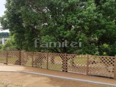 施工例画像:人工木材ウッドデッキ LIXILリクシル 樹ら楽ステージ(きらら) 樹脂 デッキフェンス フラットラチスフェンス