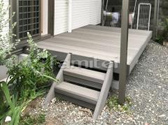 施工例画像:人工木材ウッドデッキ LIXILリクシル 木彫 樹ら楽ステージ(きらら) 樹脂 階段ステップ