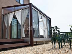 施工例画像:木製調ガーデンルーム YKKAP ソラリア テラス囲いサンルーム F型フラット屋根 物干し 網戸(正面 両側面)