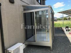施工例画像:ガーデンルーム YKKAP ソラリア F型フラット屋根 物干し 網戸(正面 両側面)