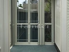 施工例画像:ガーデンルーム LIXILリクシル NEW暖蘭物語 サンルーム スタイルAガラス F型フラット屋根 収納式網戸