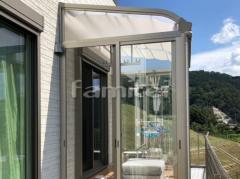 施工例画像:ガーデンルーム YKKAP ソラリア サンルーム R型アール屋根 物干し 網戸(正面 両面) カーテンレール ステップサンルーム