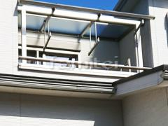 施工例画像:ベランダ屋根 YKKAP ソラリアテラス屋根 2階用 R型アール屋根 物干し