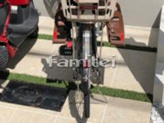 施工例画像:駐輪場床 人工芝目地 床タイル貼り LIXILリクシル グレイスランド300角 GRL-1