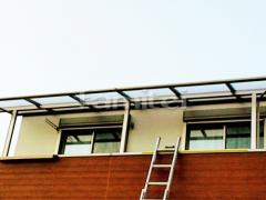 施工例画像:ベランダ屋根 LIXILリクシル スピーネ 2階用連棟 F型フラット屋根 物干し